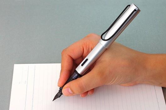cum sa scrii cu stiloul 2