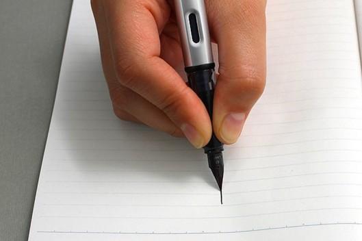 cum sa scrii cu stiloul 3